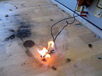 Overheating (electricity) - Image: Integrated circuit explodes