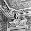 interieur achterkamer, bekroning deur - delft - 20052351 - rce