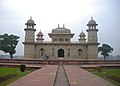Itimad-Ud-Daula's Tomb, India 2.jpg