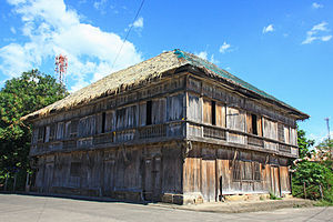 "Nipa hut - Spanish colonial era Nipa Mansion, a ""Proto-Bahay na bato style"" house in the Philippines."