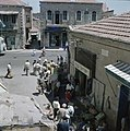 Jeruzalem. Markttafreel begin van een smalle straat met aan weerzijden winkeltj, Bestanddeelnr 255-9295.jpg