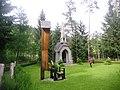 Kapelle im Klosterwald mit Heldenfriedhof 05.JPG