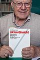 Karl Wilhelm Fricke mit seinem Buch Akten-Einsicht - 2011.jpg