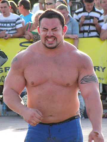 man fucks woman bodybuilder