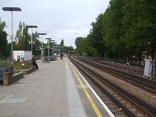 Kilburn station eastbound look west2