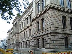 http://upload.wikimedia.org/wikipedia/commons/thumb/6/6b/LG_Braunschweig.jpg/240px-LG_Braunschweig.jpg