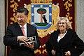 La alcaldesa entrega la Llave de Madrid al presidente chino en su visita al Ayuntamiento 07.jpg