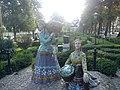 Lahijan Lake Women Statues - panoramio.jpg