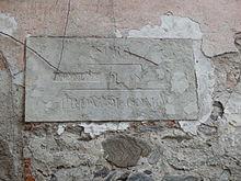 Lapide su un muro nel centro storico di Ispra, oggi provincia di Varese, riportante indicazione dell'antico mandamento di Angera nella allora provincia di Como.