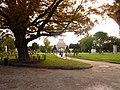 Le palais Longchamp et le parc qui se trouve de l'autre coté.jpg