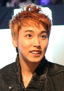 Lee Sung-min at Mnet Asian Music Awards (MAMA) in Singapore, 29 November 2011.jpg