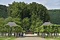 Les platanes et les toits de l'orangerie (29715198660).jpg