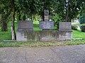 Libčice nad Vltavou, náměstí Svobody, památník obětem války.jpg