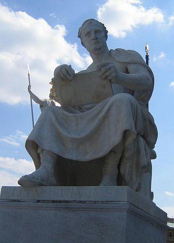 Йозеф Лакс. Скульптура Тита Ливия перед зданием парламента Австрии в Вене (1900 год).