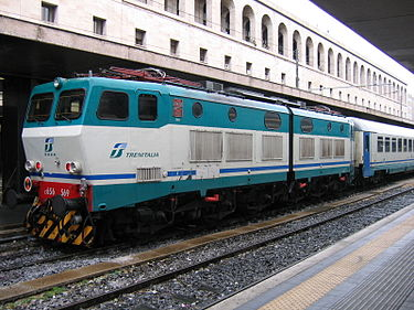 FS Class E656, an articulated Bo'-Bo'-Bo' locomotive, manages more easily the tight curves often found on the Italian railways Locomotiva E656-569.jpg