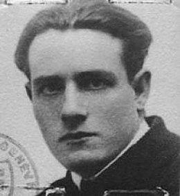 Foto de identidad (probablemente en 1925).