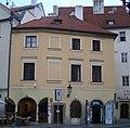 Měšťanský dům U tří špačků, U černé žáby (Staré Město), Praha 1, Nám. Franze Kafky 7, Staré Město.JPG