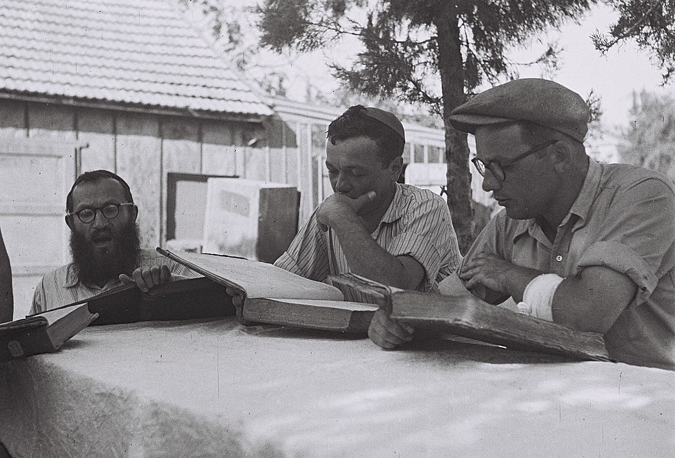 "MEMBERS OF KIBBUTZ HAFETZ HAIM STUDYING THE ""GEMARA"" AFTER WORKING IN THE FIELD. חברי קיבוץ חפץ חיים לומדים גמרא.D832-038"