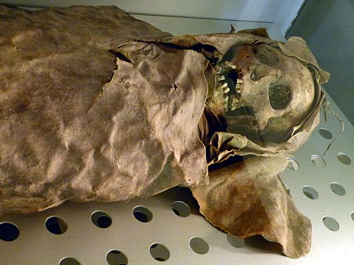 MNH - Mumie Frau 1