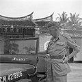 Majoor G Pruijs naast de jeep genaamd Nelleke, voor een Chinese tempel op Mal, Bestanddeelnr 255-8355.jpg