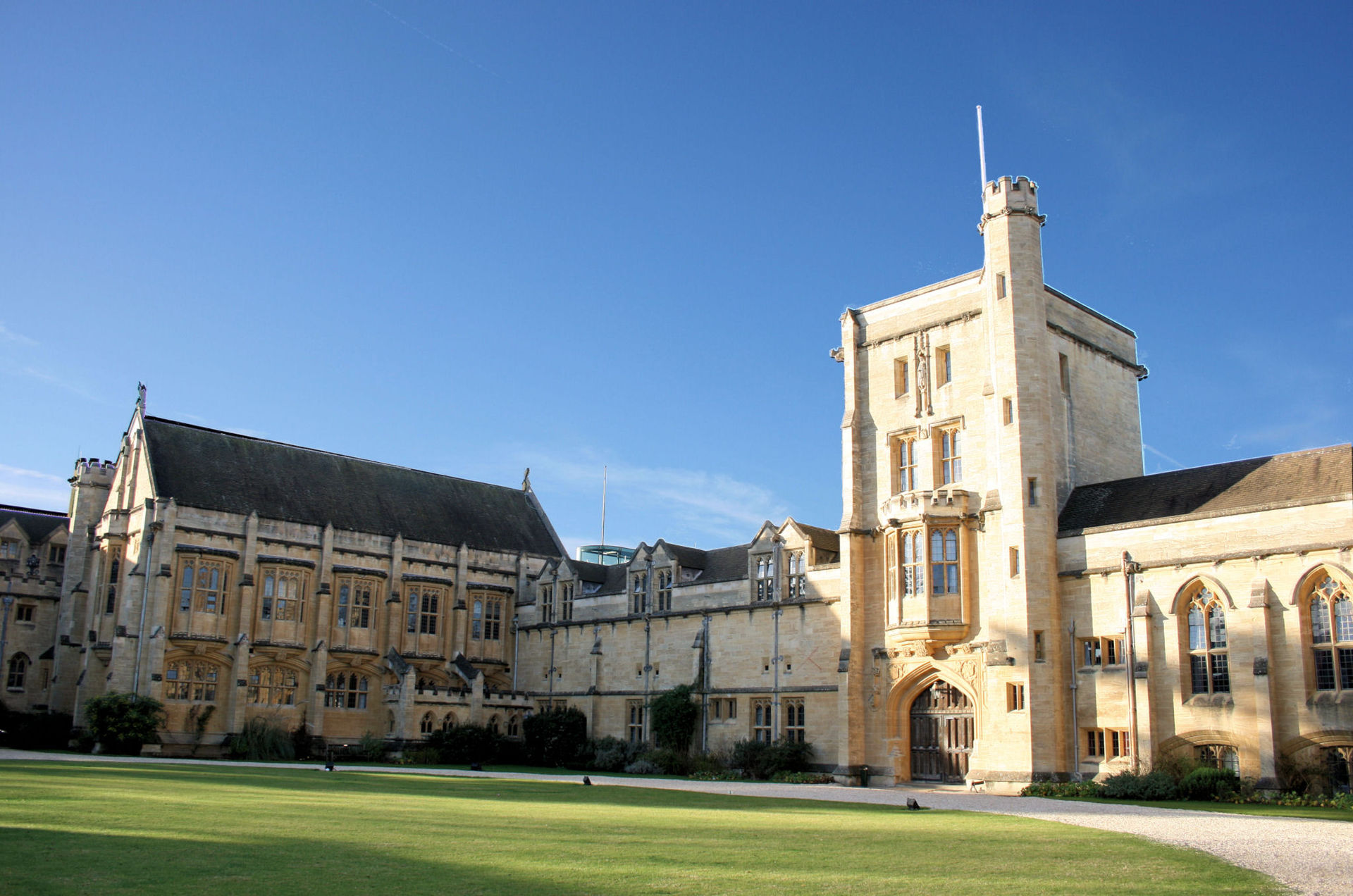 Mansfield College Main Building and JCR with Library on the left.