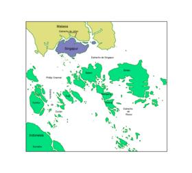 Carte de la région du détroit de Singapour avec la Malaisie en jaune, Singapour en bleu et l'Indonésie en vert dont les îles Riau (au centre).