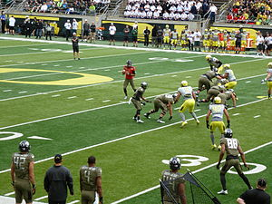 2014 Oregon Ducks football team - Marcus Mariota surveys the field on a pass play during the first quarter of the 2014 Oregon Duck Spring Game.