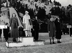 Medal ceremony figure skating Olympic Games 1936.jpg