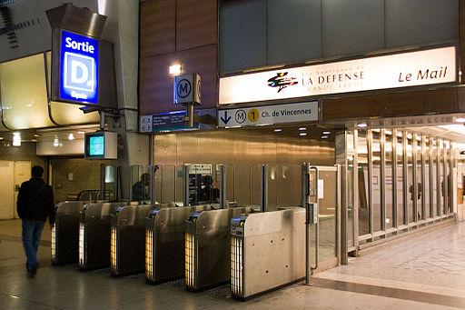 Metro L1 Grande-Arche IMG 5570