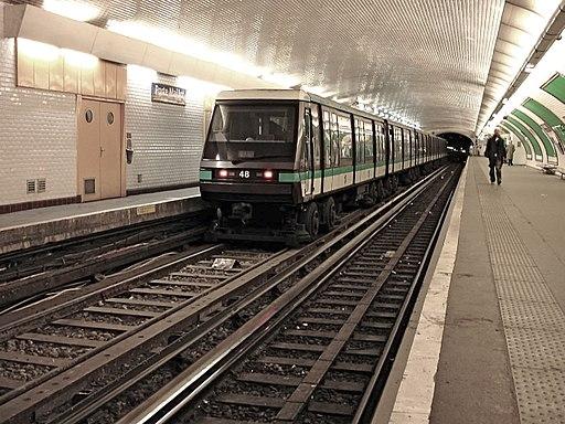 Metro de Paris - Ligne 1 - Porte Maillot 01