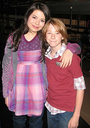 Joey Luthman - Luthman pictured with Miranda Cosgrove in 2009