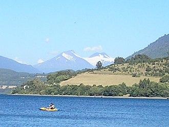 Mocho-Choshuenco - View of Mocho-Choshuenco from the camping beach of Riñihue