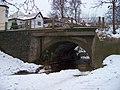 Moklický potok, most Komenského ulice, od ulice V Potočině.jpg