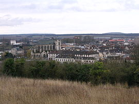 Montereau-Fault-Yonne - City center seen from North bank - 2.jpg
