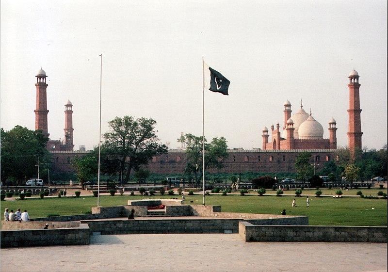 Mosque minare amjad 2006.JPG