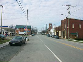 Mowrystown, Ohio looking west on Main Street.jpg