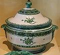 Musée de la faïence, pot à oille par Gaspard Robert.jpg