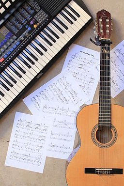 Music lesson - classical guitar, music sheet, and PortaTone (2013-10-27 by Márcio Binow da Silva)