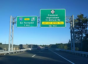 New Jersey Route 133 - Signage on Route 133 as it approaches its interchange with Route 33
