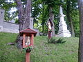Na wzgórku figurki przy kościółku - panoramio.jpg