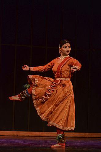 Ghungroo - Kathak Danseuse Namrta Rai performing with 400 Ghungroos