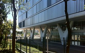 Oscar Niemeyer - Palácio da Agricultura, current MAC USP, showing the V shaped pilotis