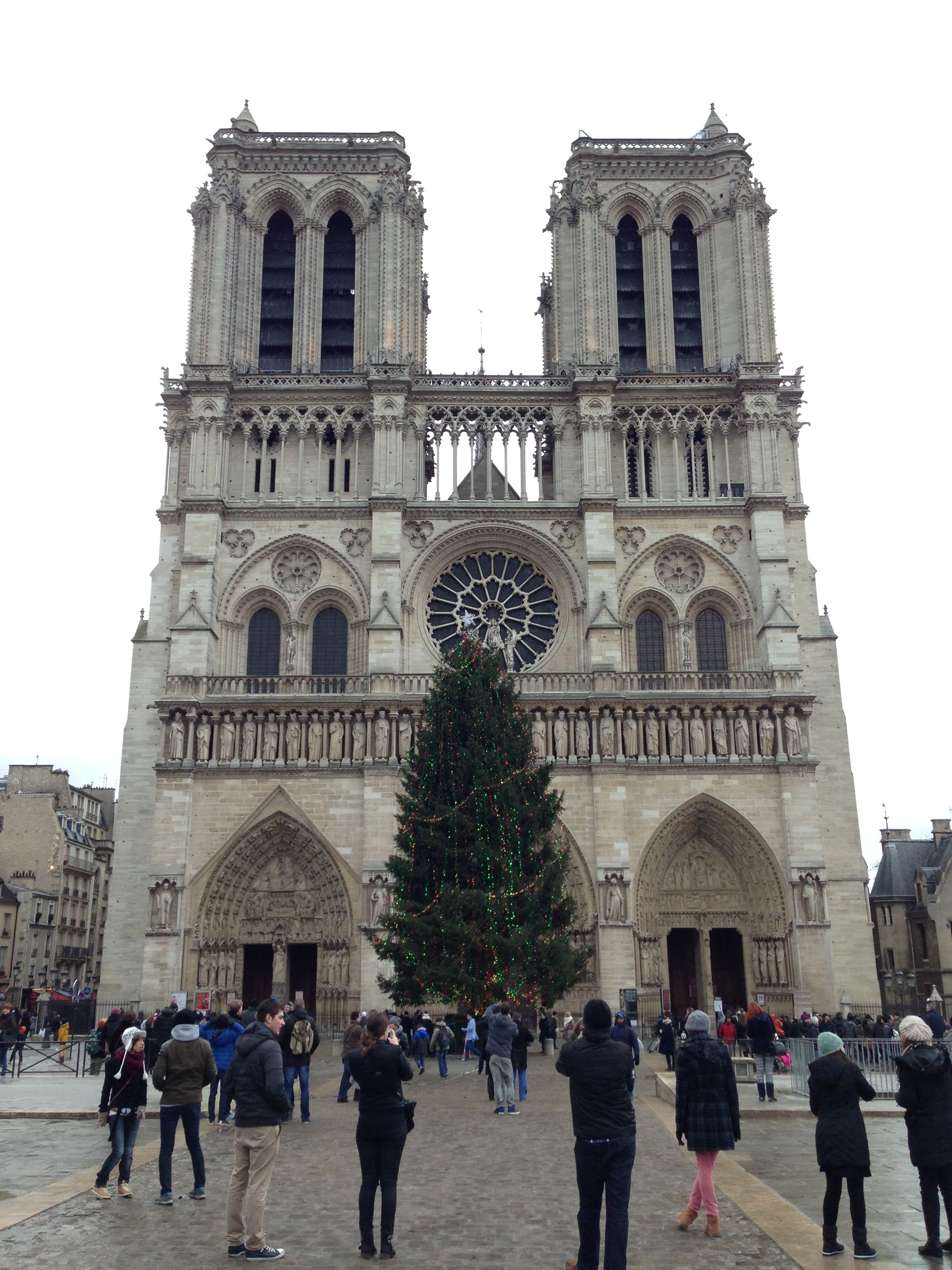 File:Notre dame at Christmas 2.jpg - Wikimedia Commons
