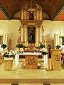 Ołtarz główny (posoborowy, z tyłu przedsoborowy) kościoła w Kruklankach.jpg