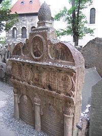 Old Jewish Cemetery, Prague 055.jpg