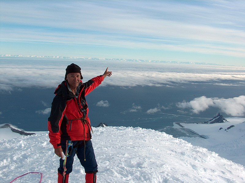 File:On-Lyaskovets-Peak-14-December-2004.jpg