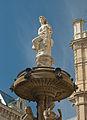 Opernbrunnen operngasse detail oben 01.jpg