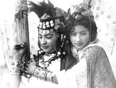 Ouled Nail girls. Photo by Rudolf Lehnert, 1904.jpg