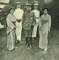 Oyama Iwao and family in 1904.jpg