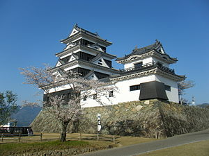 Ōzu Castle - The keep, one of the yagura, and the corridor that connects them